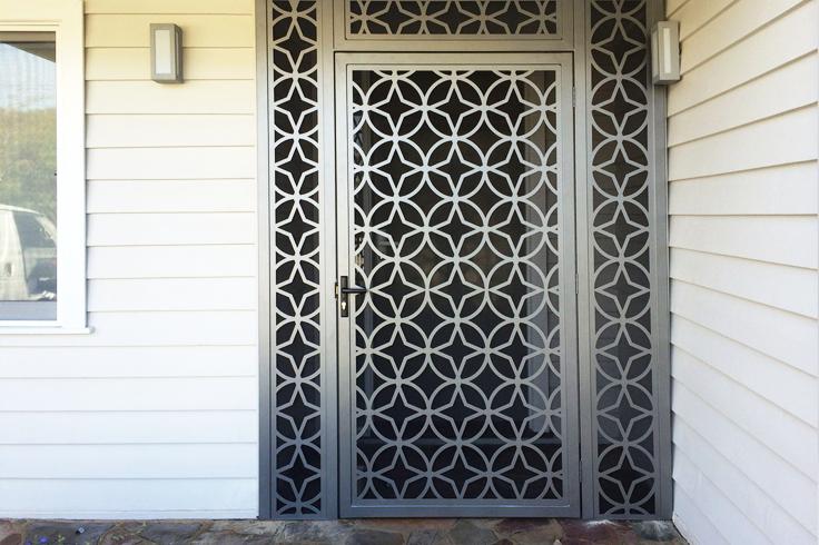 Puertas Celosías Metálicas Y Paneles Decorativos